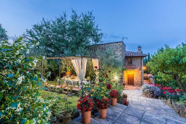 Villa, sleeps 10, private pool, walk to town : Torre del Cielo