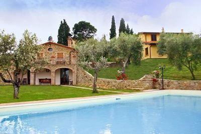 Villa Ulivi, sleeps 12, walk to Lucignano, Tuscany