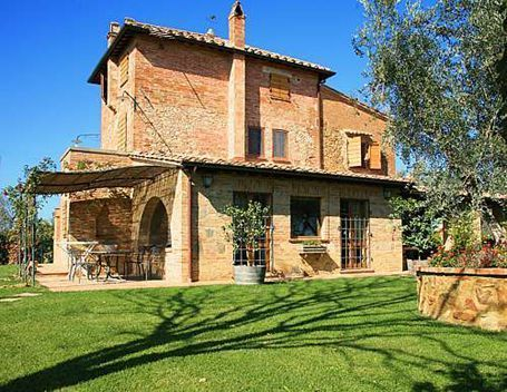 Villa, private pool, sleeps 6, walk to town : Villa Corolle
