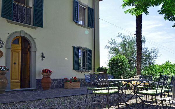 Villa Buonaparte, sleeps 10, walk to village
