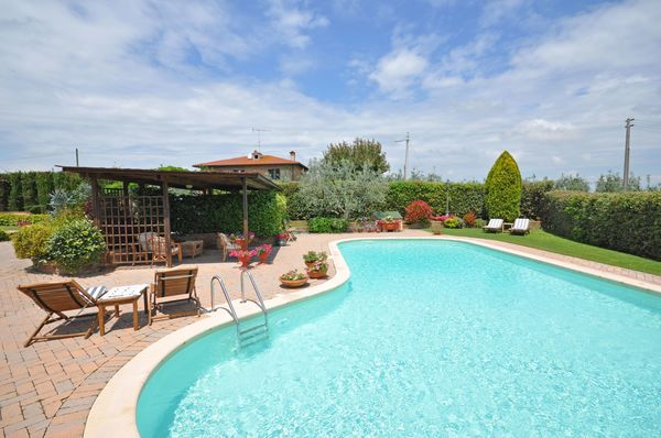 Villa san Savino, sleeps 9, private pool, walk to village