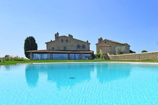 Villas with private pool and air conditioning, Villa Agazzi, sleeps 8, Tuscany