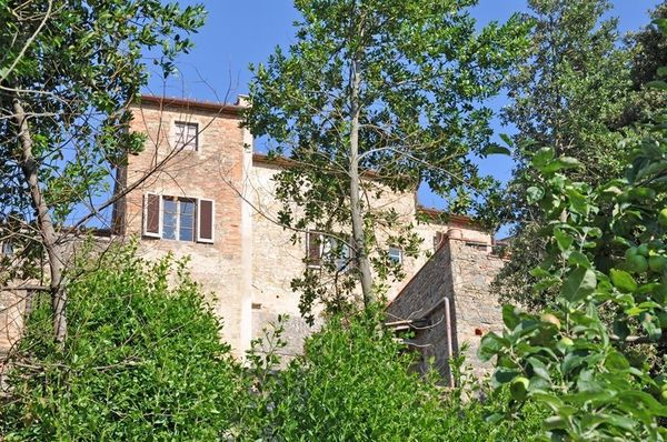 Villa Barberino, sleeps 16 with private pool in the centre of the town of Barberino Val d'Elsa
