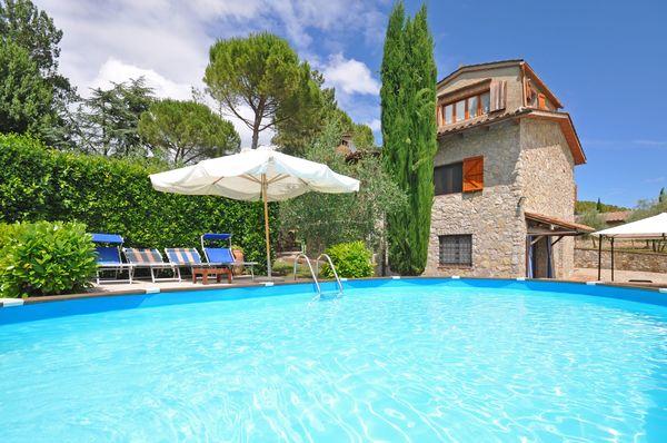 Villa, sleeps 8, walk to town : San Sano, Chianti, Tuscany