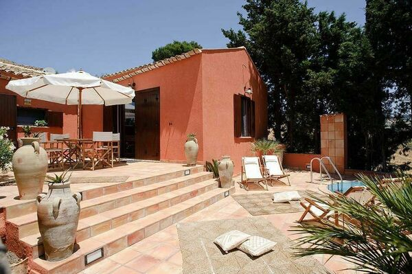 Villa, private pool, sleeps 5, near Erice Trapani Sicily