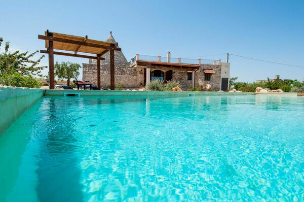 Sleeps 4 -6, private pool. Trullo near Alberobello.